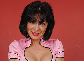 Dispirited British MILF likes say no to dildo big