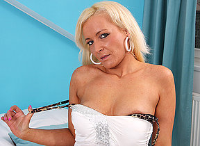 Horny peaches MILF playing with her toys