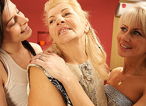 Three old and young lesbians have fun on a catch bed