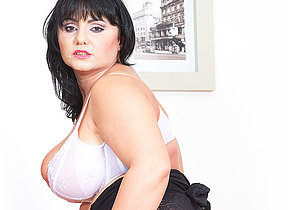 Chubby breasted housewife effectuation with her toy