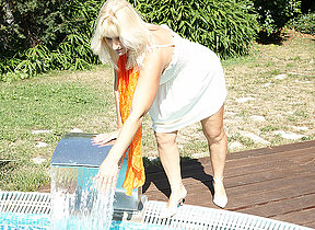 Naughty housewife carryingon in the garden
