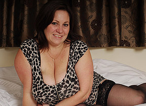 British housewife loves effectuation with her huge knockers