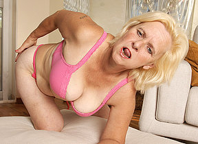 Horny housewife Janice loves to acquire wet with an increment of wild