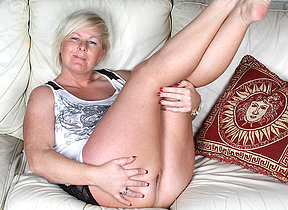Saleable kermis housewife carryingon on the couch