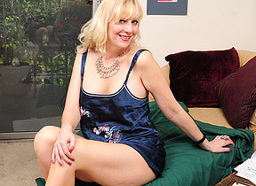 Horny fairhaired housewife effectuation with herself