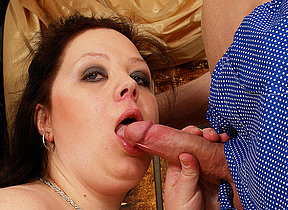 Brawny titted mam getting a mouth full of jizz