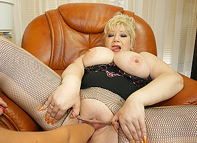 Kinky big titted mama gets ribald fisted