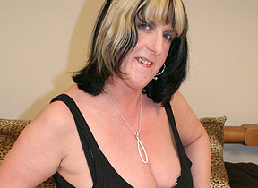 Big titted mature slut playing forth herself