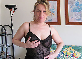 Irregular housewife bringing off regarding her pussy