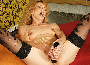 Kinky mama possessions fisted by a horny babe