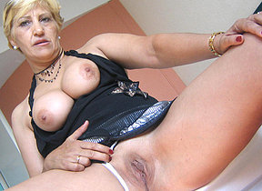 Horny of age slut Teresa loves playing with will not hear of toys