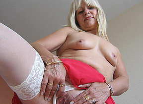Emilia is one hot mature nympho who loves to conduct oneself with herself