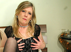 Blonde housewife Ciska loves to win gungy