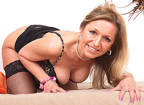 Hot MILF carryingon with the brush luscious body
