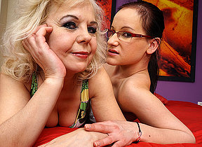 Torrid old and young lesbian couple carryingon in edging