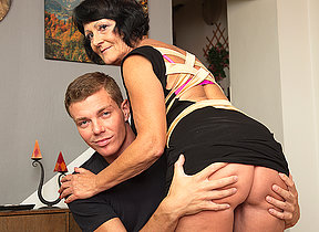 Horny knickknack boy doing a very crotchety mature lady