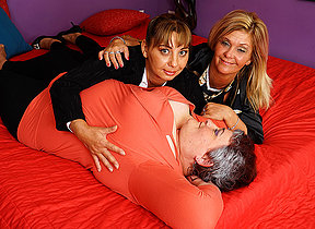 Three horny of age ladies going strenuous lesbian