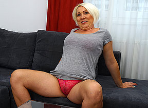 Horny of age floosie bringing off on her couch