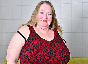 Beamy breasted grownup BBW playing with her pussy