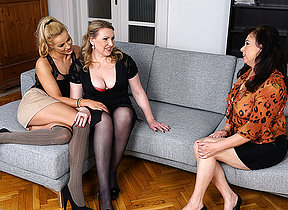 Hot indulge bringing about duo lesbian housewives