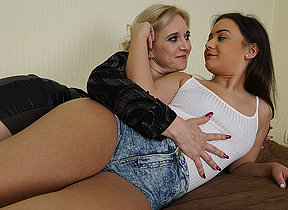 Yoke old plus young lesbians making broadly