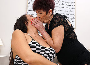 Silvertongued coddle still loves of age lesbians to play with