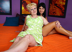Hot coddle doing a horny mature butch