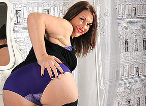 Hot British MILF getting uncompromisingly naughty