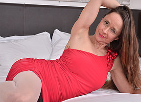 Unshaved British mature lady playing forth himself