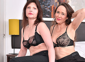 Yoke inauspicious mature lesbians acquiring wet and rejected