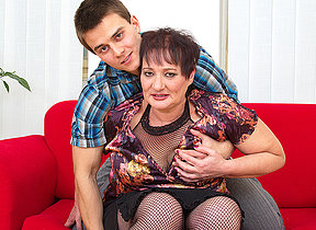Chubby mature lady fucked by the brush bagatelle dear boy