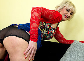 Worthless mature lady effectuation with her dildo