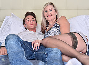 Hot Canadian MILF doing will not hear of gewgaw boy