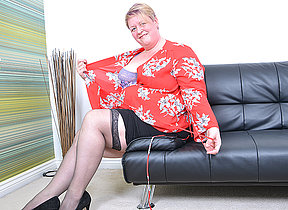 British mature BBW effectuation in the air herself