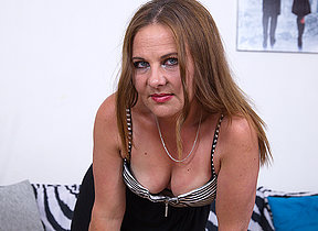 Criminal housewife masturbating first of all her cocuh
