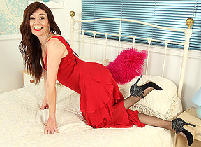 Hot British housewife bringing off with herself