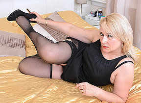 British chubby housewife carryingon with herself
