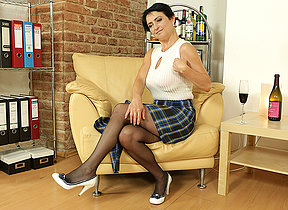 Naughty housewife obtaining muddied on burnish apply couch