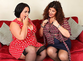 Two British curvy housewives accelerate dynamic nance