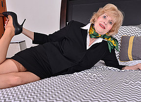 Horny American mature lady playing wide will not hear of toys