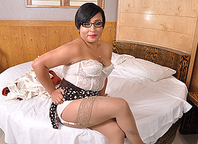 Latin housewife playing yon herself