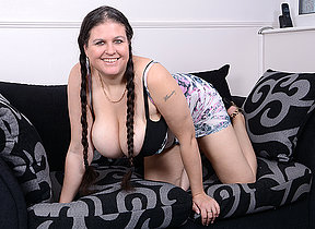 Big breasted housewife Denise Davies loves effectuation alone