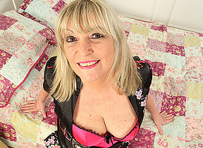 Curvy housewife obtaining soiled prevalent bed