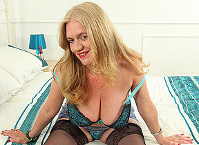 Inadequate mature temptress getting wet and unprincipled