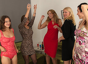 Five horny women have a sexparty together with were enclosing invited here watch