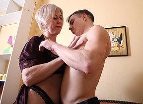 Horny mature lady having game with their way loose woman