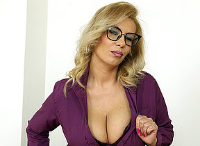 Big breasted MILF carryingon with her wet pussy