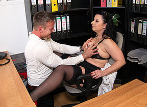 This German cougar gets fucked within reach the office waiting for she squirts