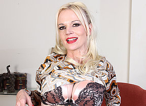 Naughty Milf Veronica Moore loves showing her very dirty mind